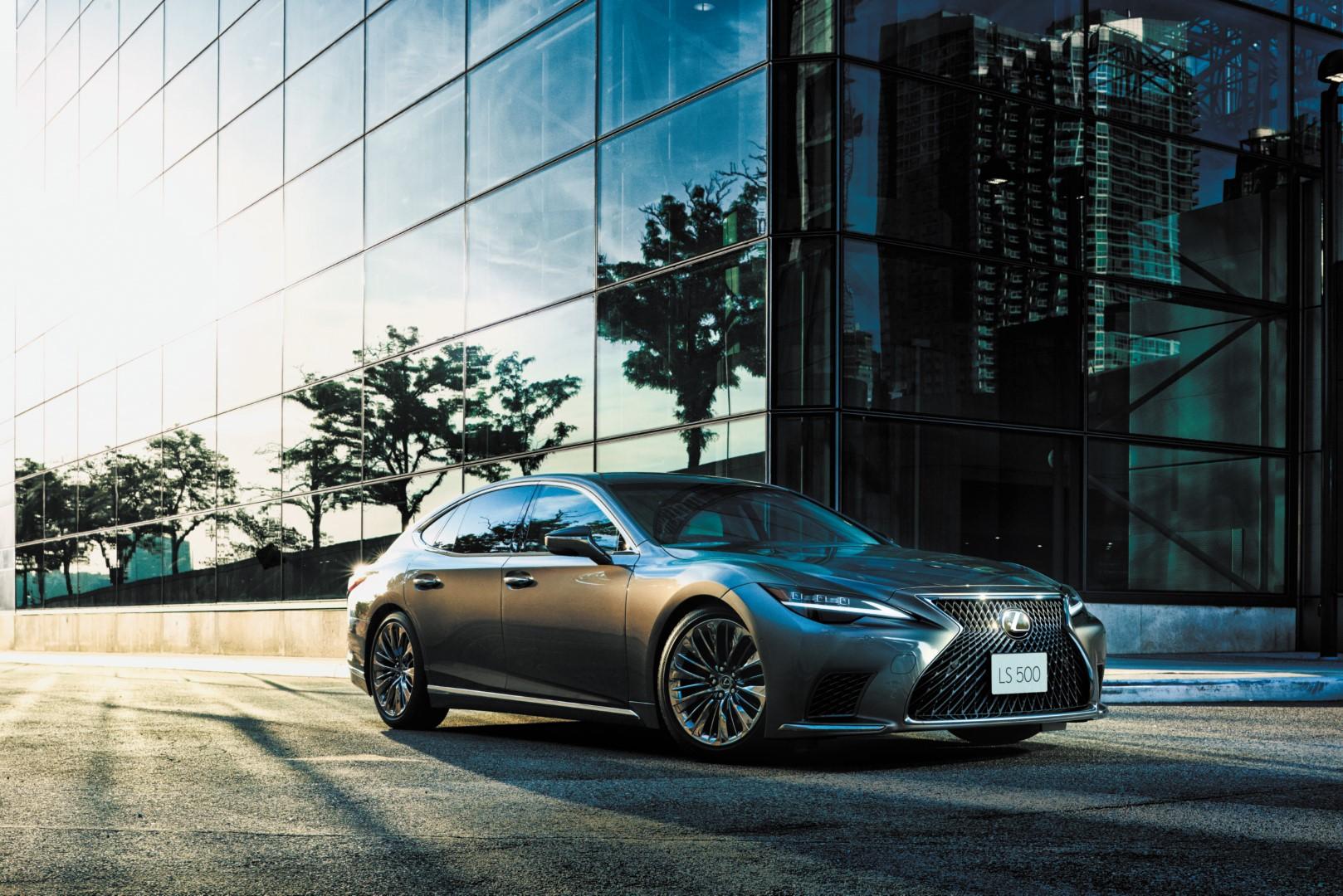 2021 Lexus LS500 rear