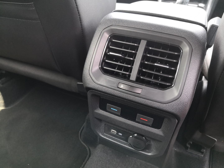 volkswagen tiguan allspace r-line rear air vent