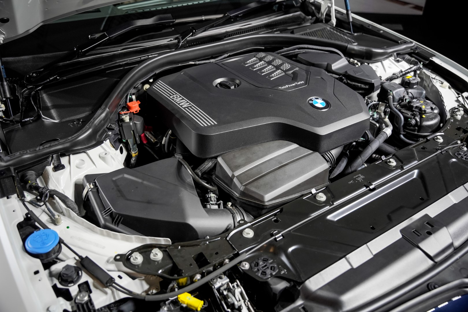 2021 BMW 330Li M Sport engine