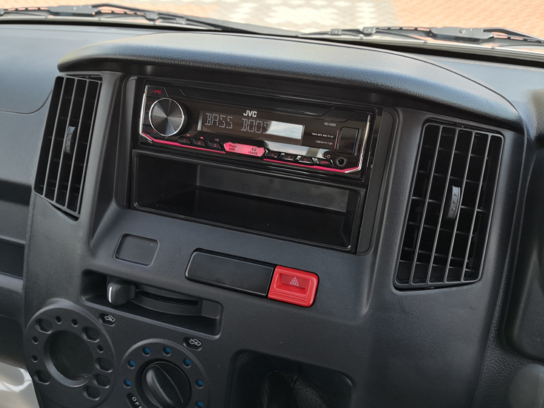 daihatsu gran max radio