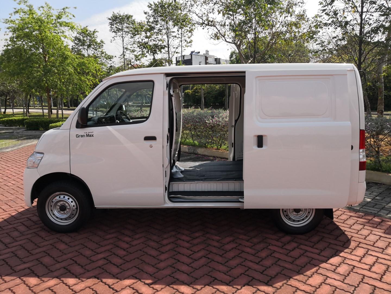 Daihatsu Gran Max van sliding door