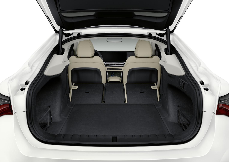 BMW i4 boot