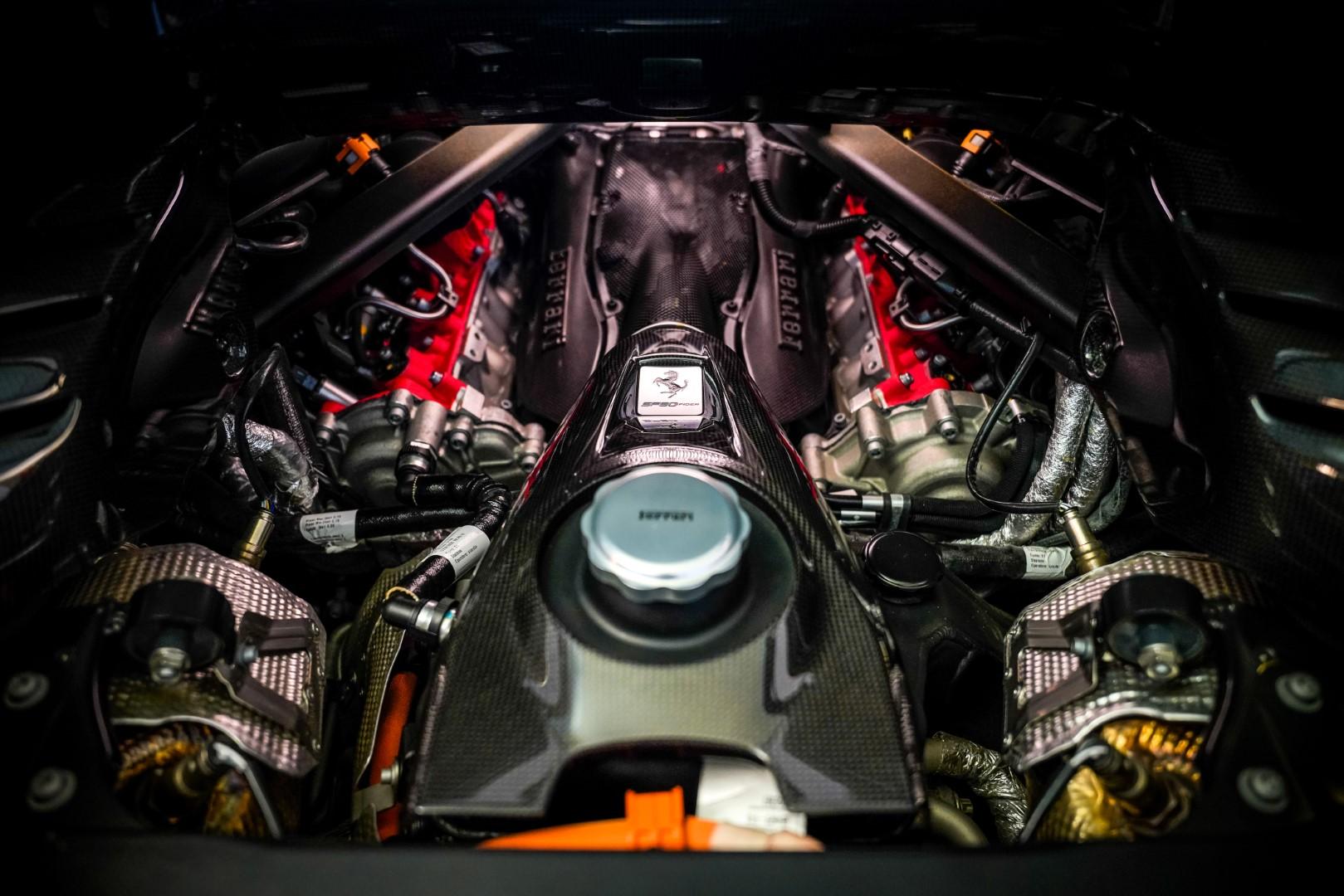 Ferrari SF90 Spider engine