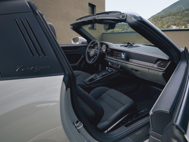 Porsche 911 GTS interior