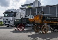 Daimler Creates Replica of its First Ever Truck Delivered in 1896