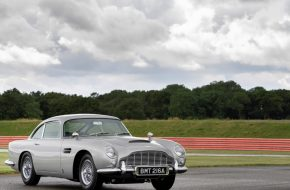 Aston Martin Recreates DB5 from Goldfinger, Complete with all the Gadgets
